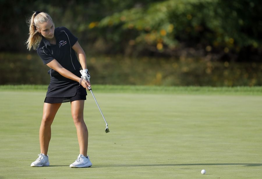 Mundelein's Kellie Shanahan putts during their match against Lake Zurich at Ivanhoe Club Tuesday.