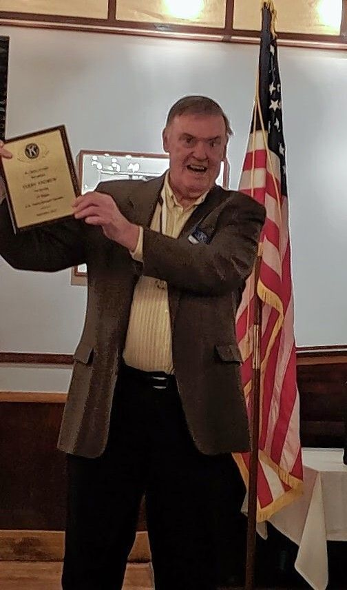Terry Andrew shows his appreciation at being recognized by the St. Charles Kiwanis Club for his many years of service as club treasurer.
