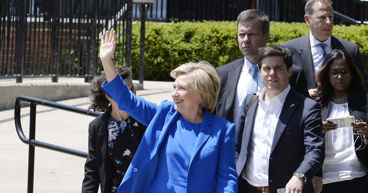 Clinton will be in Park Ridge Friday to accept trailblazer honor