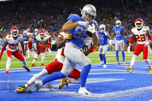 Detroit Lions tight end T.J. Hockenson (88) pulls in a 5-yard pass for a touchdown during the first half of an NFL football game against the Kansas City Chiefs, Sunday, Sept. 29, 2019, in Detroit.