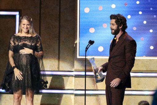 Thomas Rhett, right, accepts his award from his wife, Lauren Akins, at 2019 CMT Artists of the Year at Schermerhorn Symphony Center on Wednesday, Oct. 16, 2019, in Nashville, Tenn. (Photo by Al Wagner/Invision/AP)