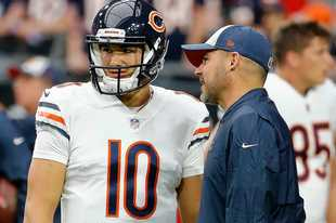 Bears coach Matt Nagy and qaurterback Mitch Trubisky chat before last season's win over the Cardinals. All signs indicate Trubisky will return for Sunday's huge game against the Saints.