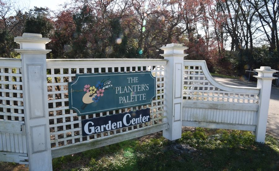 Housing developers want to build a new subdivision on the site of the former Planter's Palette garden nursery along Roosevelt Road near West Chicago.