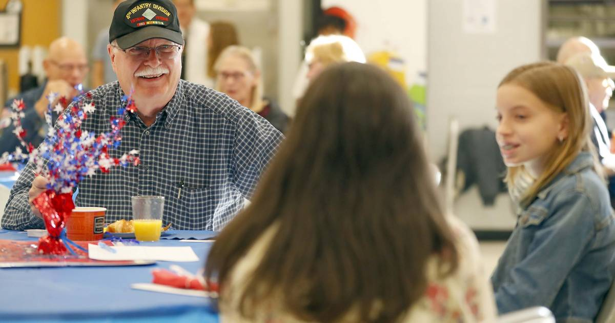 Students show an appetite for veterans' stories at breakfast