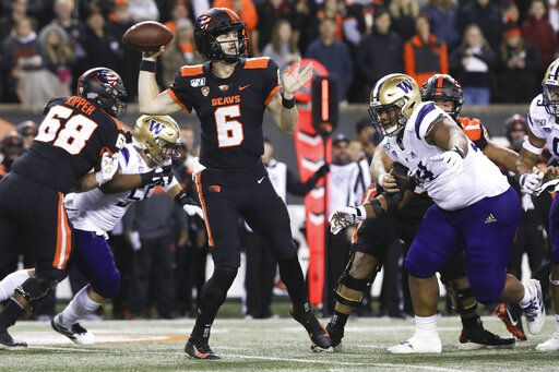 Oregon State quarterback Jake Luton (6) looks for an open receiver during the first half of the team's NCAA college football game against Washington in Corvallis, Ore., Friday, Nov. 8, 2019.