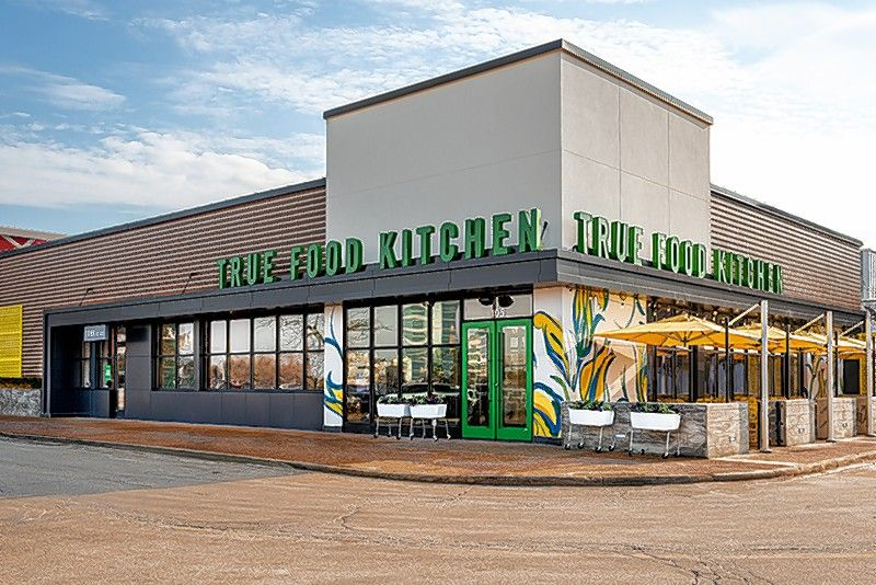 Health-driven restaurant and seasonal bar True Food Kitchen has officially opened the doors of its second Chicago area location at 105 Oakbrook Center.