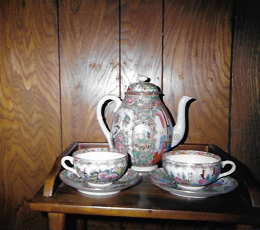 Famille Rose porcelain was exported from China.