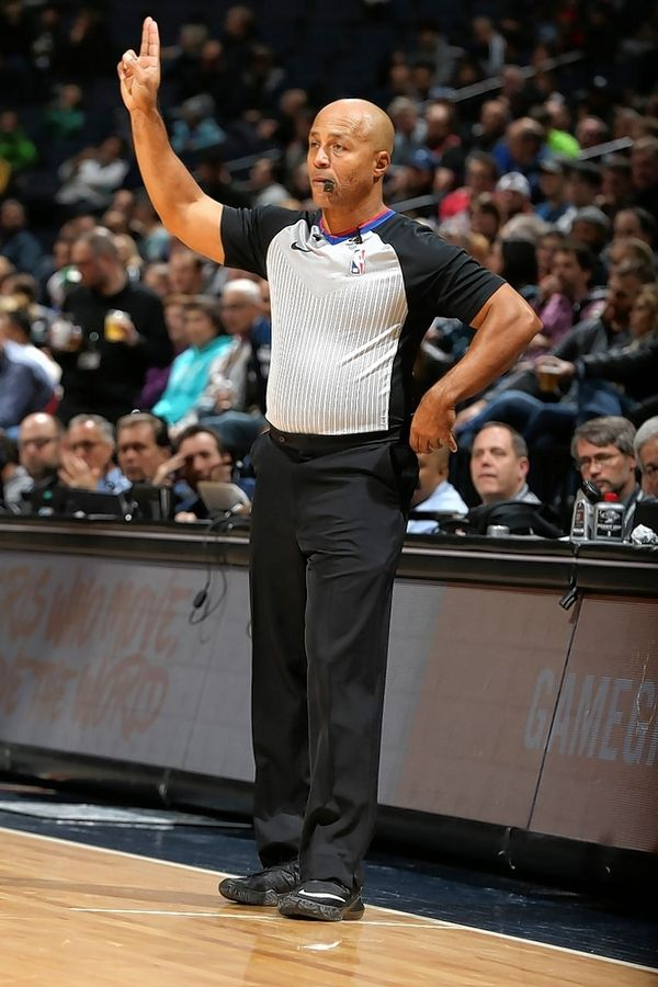 NBA official Marc Davis, a native of Chicago, will work the NBA All-Star Game at the United Center on Sunday.