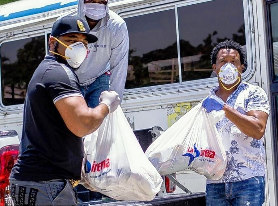 White Sox designated hitter Edwin Encarnacion, left, and Hall of Fame pitcher Pedro Martinez distribute food in the Dominican Republic.