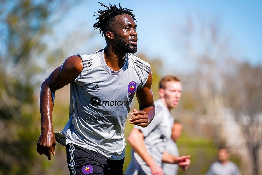 C.J. Sapong takes part in a Chicago Fire training session.