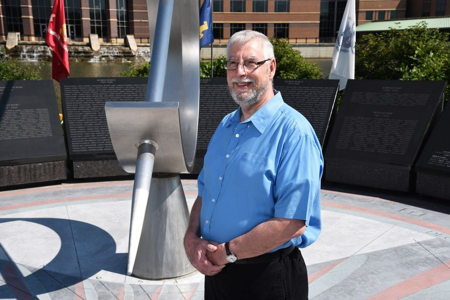 Dave Roberts, a Navy veteran who works in DuPage County's information technology department, came up with the idea for a county website that honors the memories of fallen veterans.
