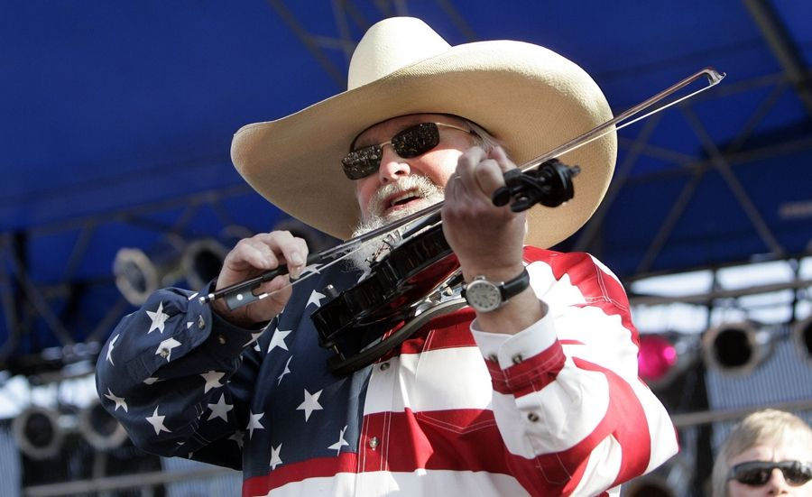 Charlie Daniels preforms for the crowd at the last day of Ribfest in Naperville on July 4, 2006