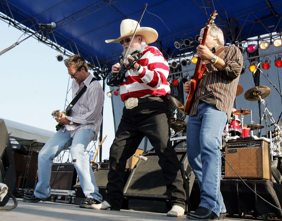 Charlie Daniels, cenrter, preforms for the crowd at the last day of Ribfest in Naperville on July4, 2006