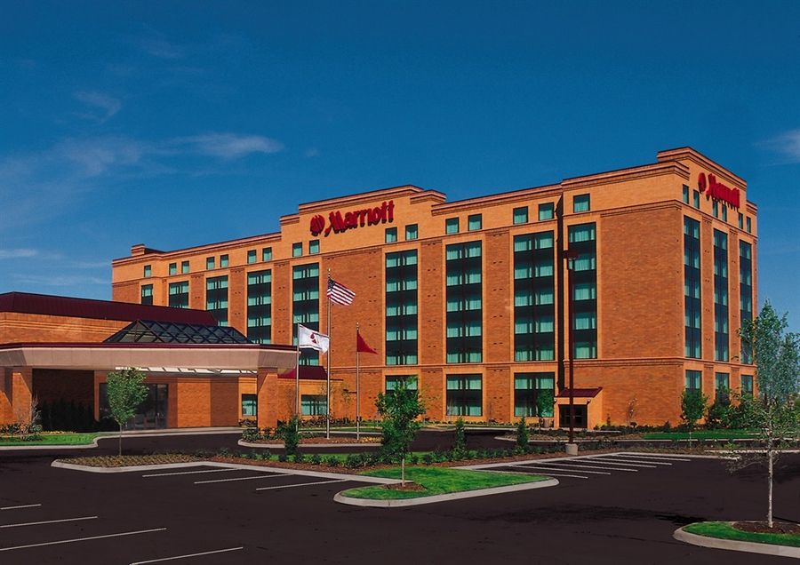 The Marriott Chicago Northwest hotel has been sold to Hoffman Estates Hotel Group LLC for an undisclosed sum.