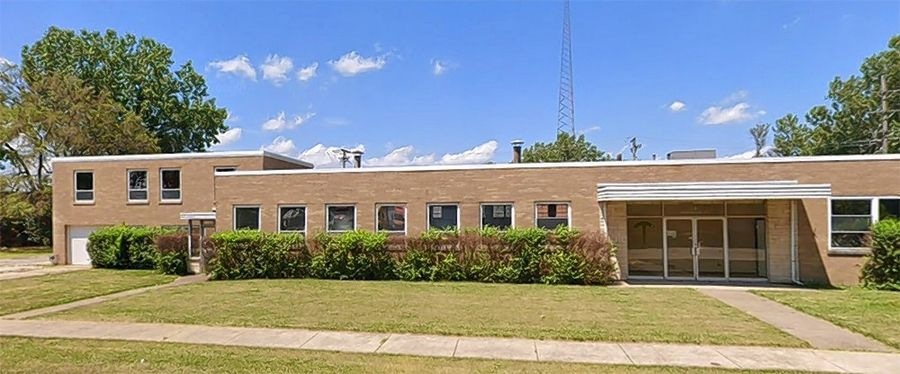 Brown Commercial Group recently represented a private investor in the sale of an industrial building at 12 W. Interstate Road in Addison.