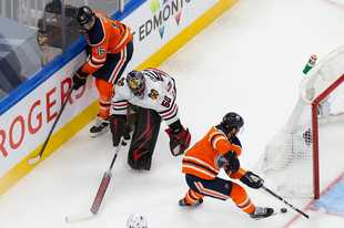 After a rough 6-3 loss to Edmonton in Game 2 on Monday, John Dietz takes a look at what the Chicago Blackhawks must do better in Game 3 if they hope to regain a lead in the best-of-five series.