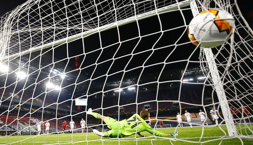Copenhagen's goalkeeper Karl-Johan Johnsson fails to make save on a penalty shot by Manchester United's Bruno Fernandes during the UEFA Europa League quarterfinal soccer match between Manchester United and FC Copenhagen in Cologne, Germany, Monday, Aug. 10, 2020. (Wolfgang Rattay/Pool via AP)