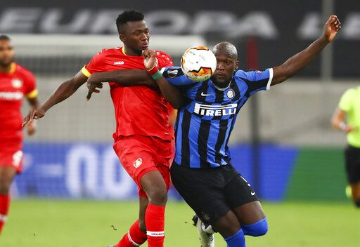 Leverkusen's Edmond Tapsoba and Inter Milan's Romelu Lukaku, right, battle for the ball during the Europa League quarterfinal match between Inter Milan and Bayer Leverkusen at the Duesseldorf Arena in Dusseldorf, Germany, Monday, Aug. 10, 2020. (Dean Mouhtaropoulos, Pool Photo via AP)