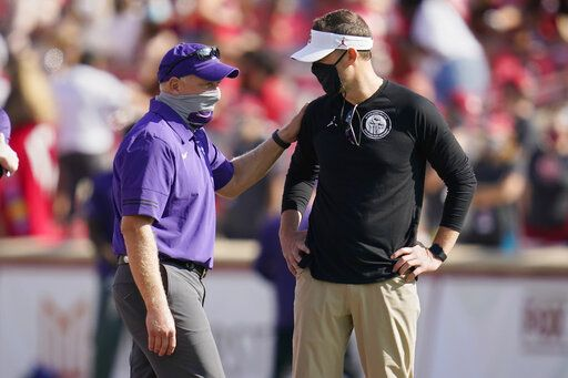 Kansas State head coach Chris Klieman, left, and Oklahoma head coach Lincoln Riley, right, talk before their NCAA college football game Saturday, Sept. 26, 2020, in Norman, Okla. (AP Photo/Sue Ogrocki).