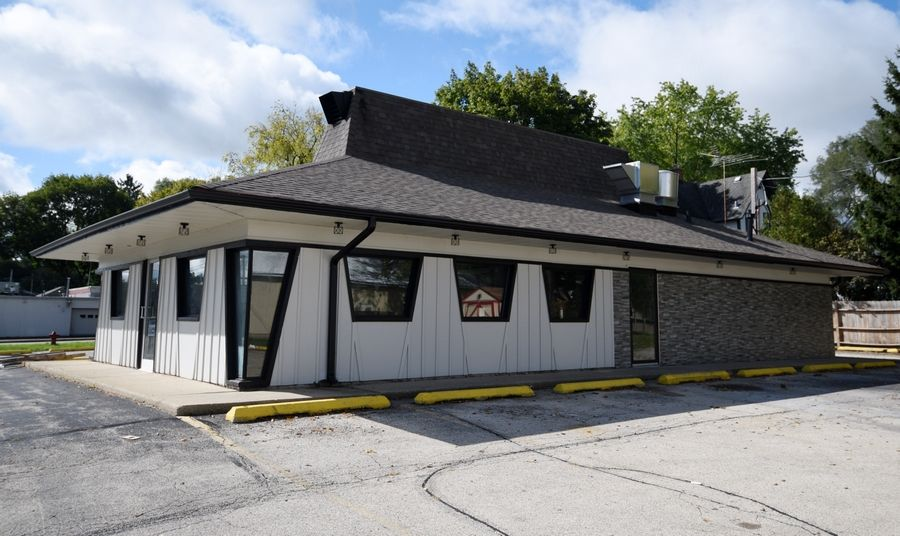 The former Pizza Hut location at 210 N. LaFox St. will be the new home for Wee-Dee's Restaurant in South Elgin.