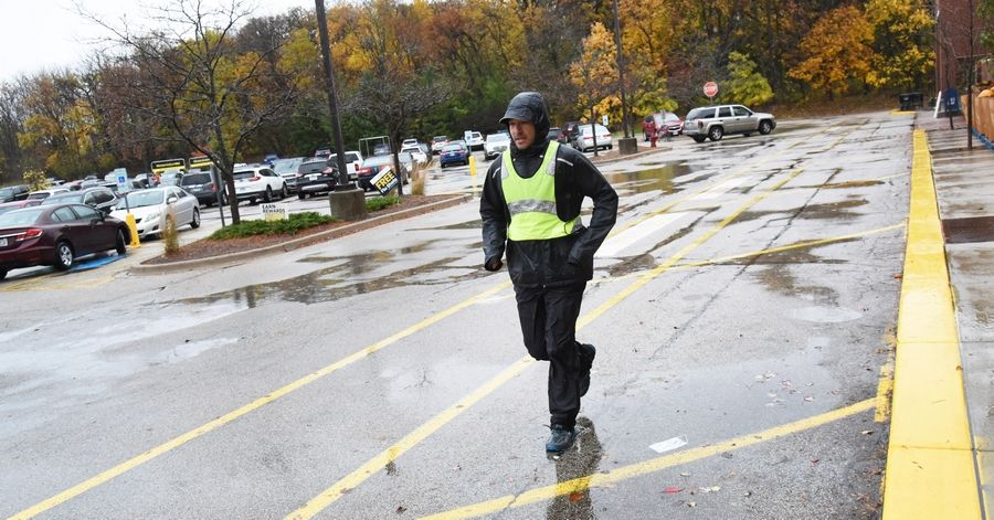 Robert Swiderski of Carol Stream runs laps around the Bartlett Jewel-Osco parking lot Friday to raise awareness of the charitable organization The Basket Brigade of Suburban Chicago and its effort to provide Thanksgiving meals for 2,020 families in need this year.