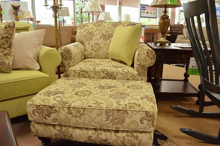 The Layla chair by England is extra wide and comfortable. It can be ordered in different fabrics.