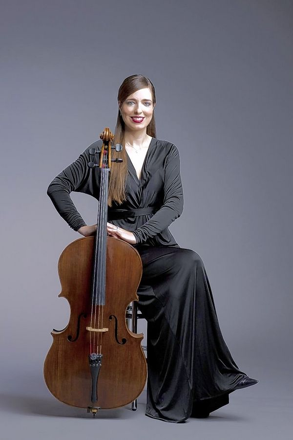 Karen Basrak grew up in Arlington Heights, attending Olive-Mary Stitt, Thomas Middle School and John Hersey High School. She now plays cello in the Chicago Symphony Orchestra.