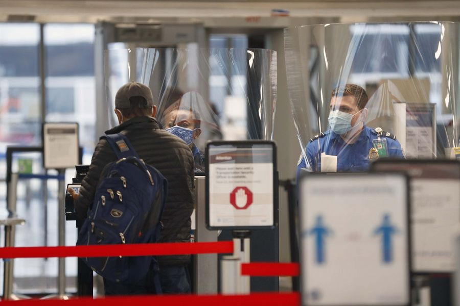 There are deals out there if you want to fly this Thanksgiving, but experts advise taking precautions if traveling through O'Hare and other airports because of the COVID-19 pandemic.