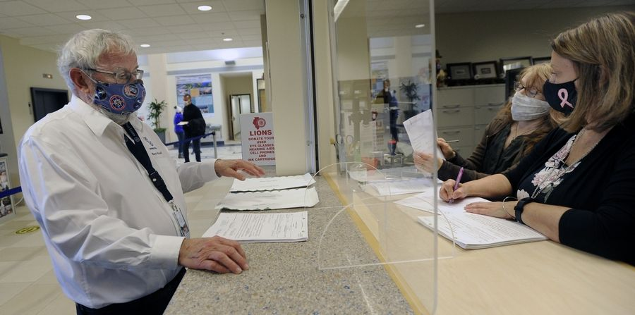 Hoffman Estates Mayor Bill McLeod filed his election papers at village hall last week and will face challenges from recently retired police lieutenant Mark Mueller and 2017 trustee candidate Nicholas Waryas.