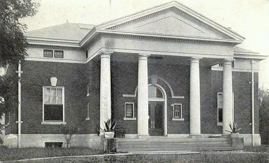 An undated picture of the Carnegie building at the St. Charles Public Library shows the original glass inlay in the front doors.