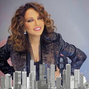 Η τραγουδίστρια Γλυκερία ερμηνεύει κατά τη διάρκεια των εκατονταετών εκδηλώσεων του Greektown Chicago για την εικονική εκδήλωση και συναυλία για την Ελληνική Ημέρα Ανεξαρτησίας
