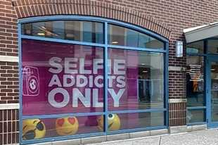 Selfie WRLD Schaumburg, a do-it-yourself photo studio, will open May 1 in the Streets of Woodfield shopping center in Schaumburg.
