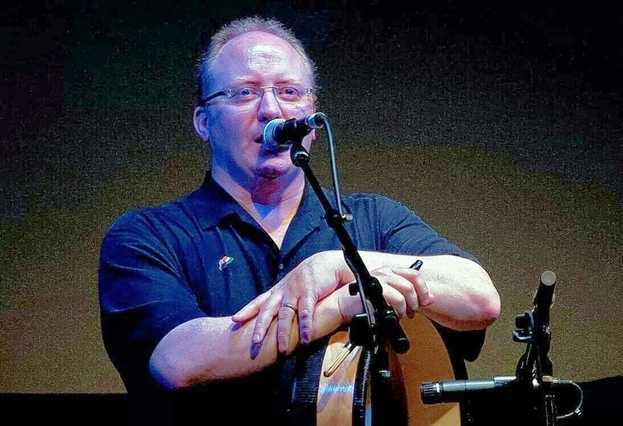 Paddy Homan, a traditional Irish tenor / bodhran player from Cork, will sing the national anthems of Ireland and the United States to open the Naperville Irish Fest.
