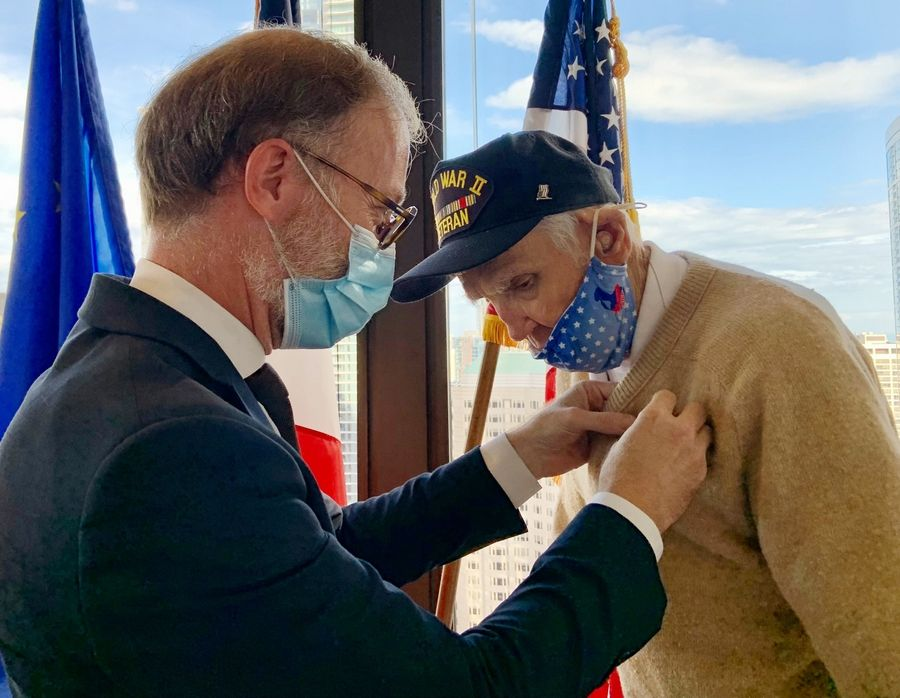 Among the first to release Paris, the Libertyville veteran receives the highest French medal at the age of 99