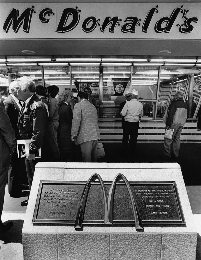 McDonald's officials dedicated a replica of the first franchised company location at 400 Lee St. in Des Plaines on May 22, 1985. Ray Kroc opened the original store April 15, 1955.