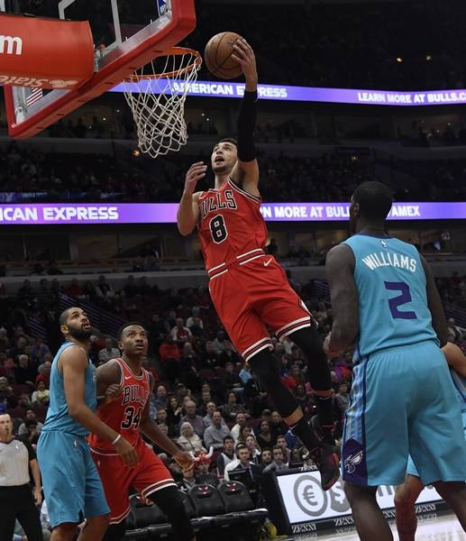 Chicago Bulls guard Zach LaVine (8) goes to the basket as Charlotte Hornets  forward