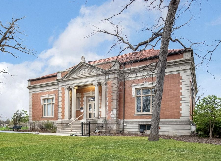 Elgin Public Museum: Designed by David E. Postle and partially completed in 1908, the building's east wing was eventually added and opened in 2000. The Natural History and Anthropology Museum has been an attraction in Lords Park for decades.